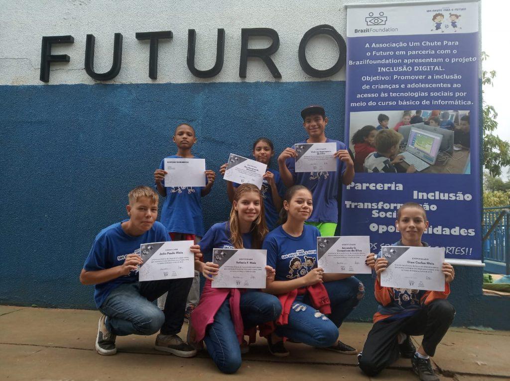 Foi selecionado edital da Brazil Foundation para implantar o projeto Inclusão Digital